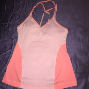 Lululemon 🍋 adjustable strap with padded bra